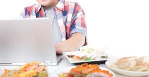 食事した内容のカロリーをパソコンでチェック